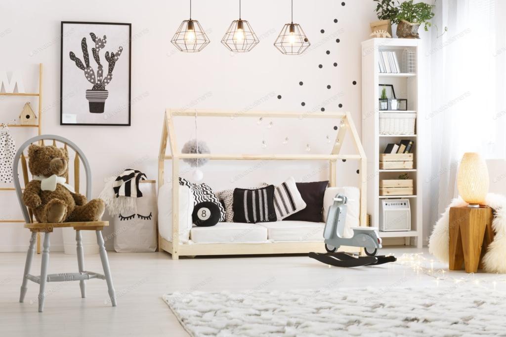 Trang trí phòng bé gái bằng khung tranh
